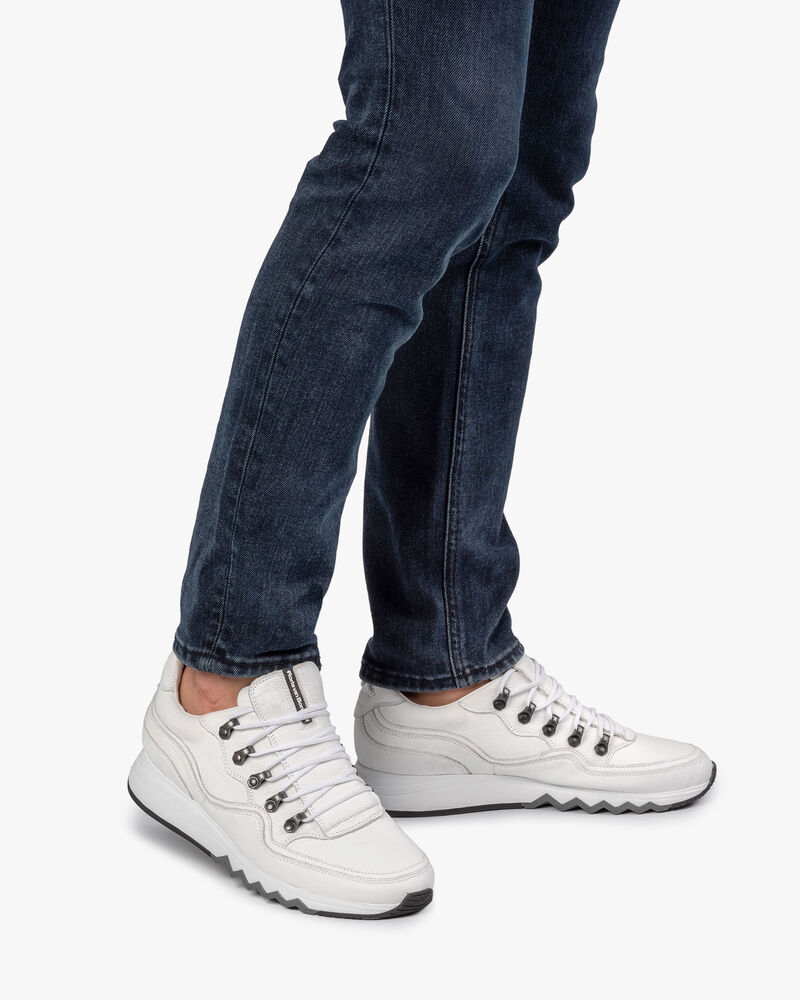 Sneaker with structured pattern white