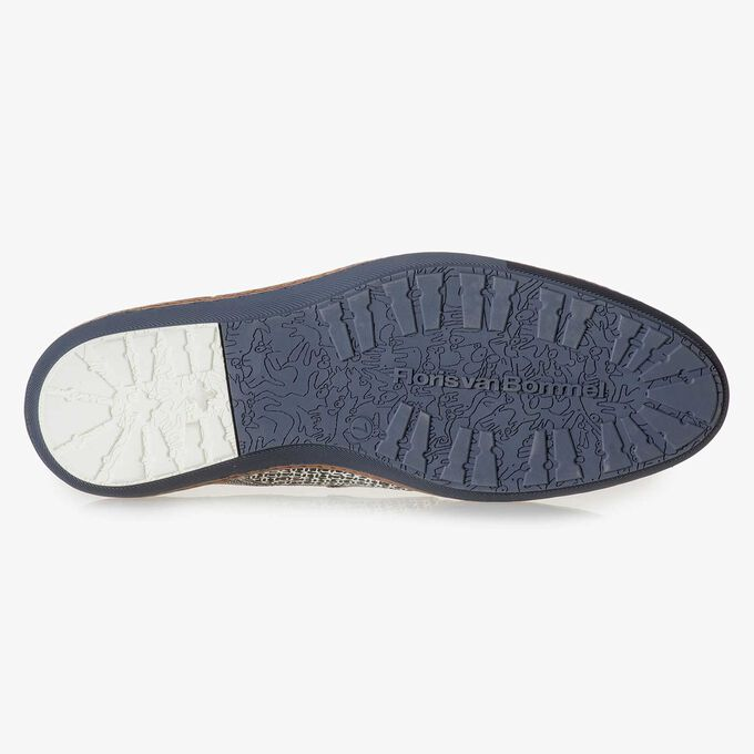 White leather lace shoe with printed suede leather
