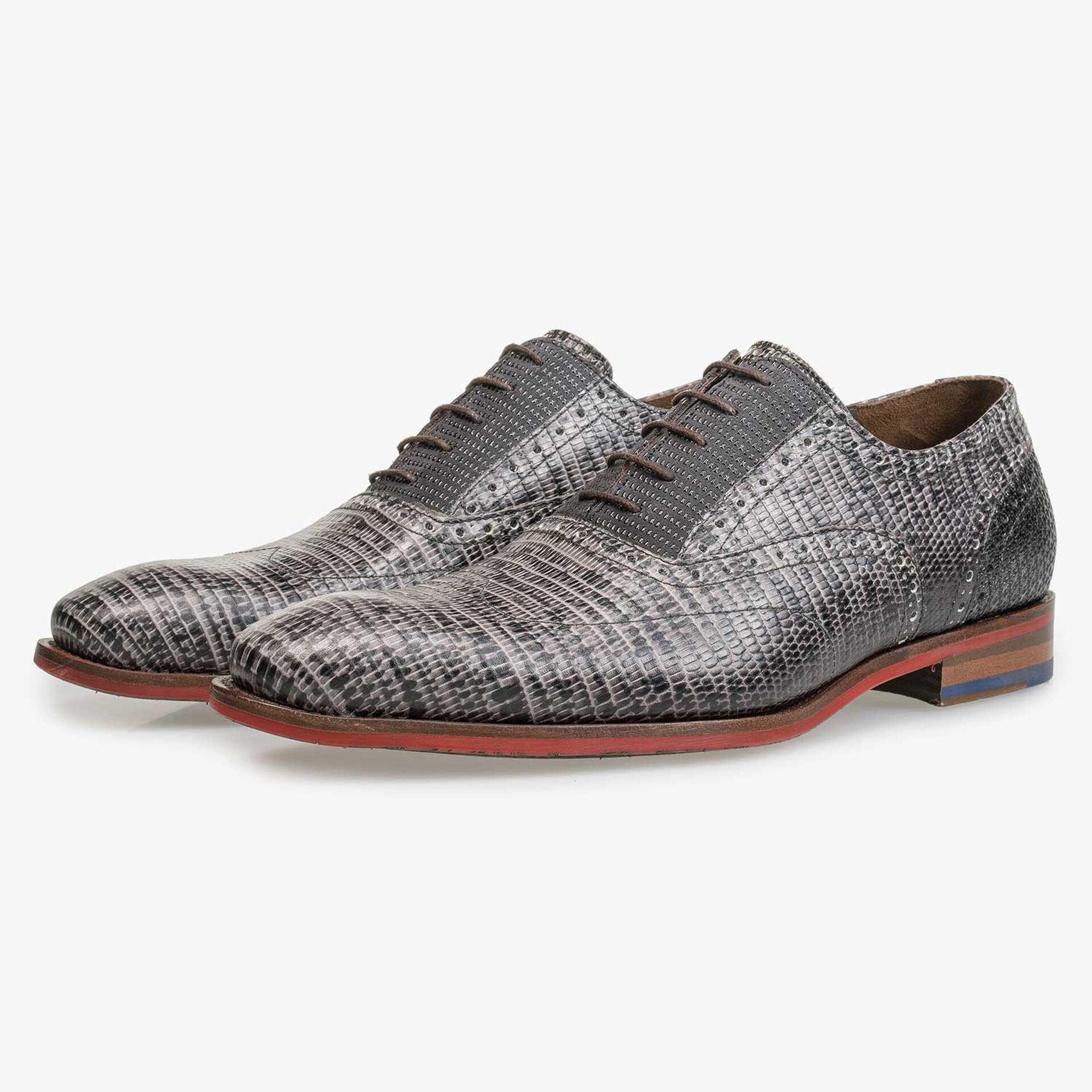 Grey lace shoe with lizard print