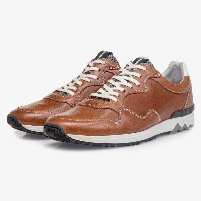 Cognac-coloured leather sneaker