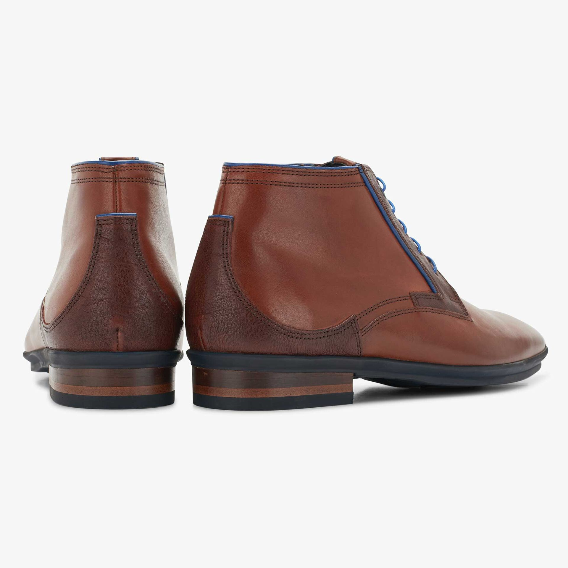 Cognac-coloured mid-high leather lace boot