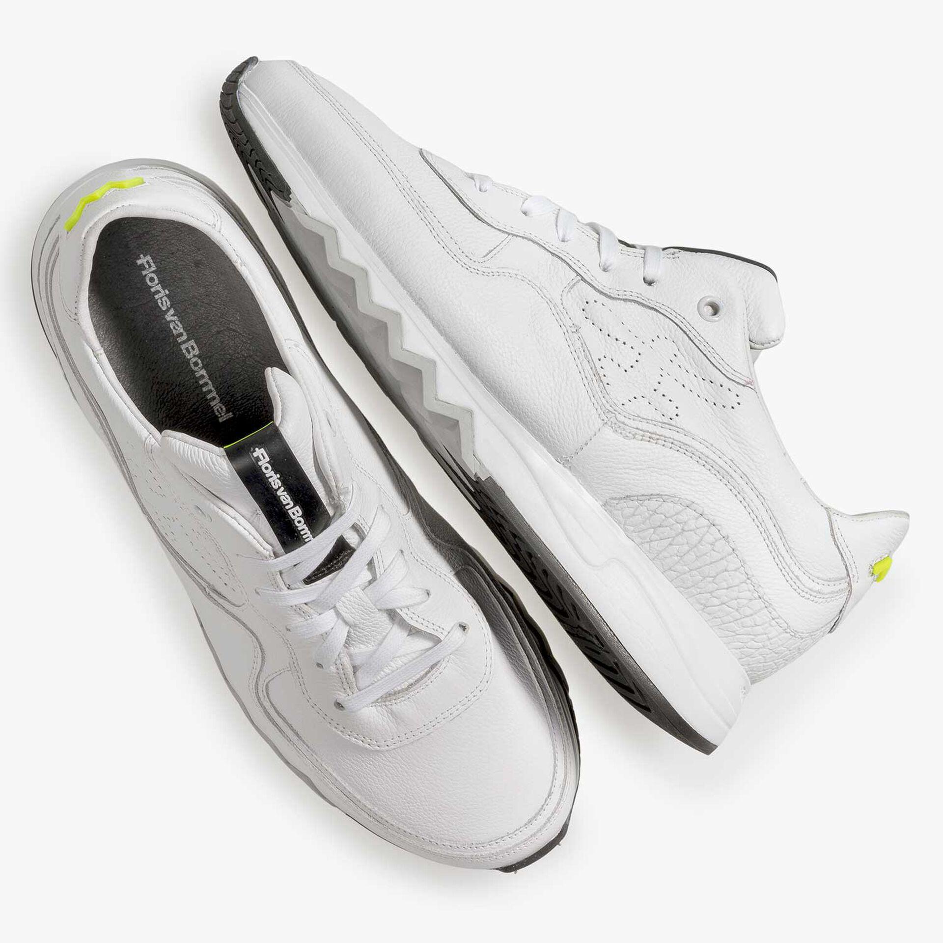 Witte leren sneaker met lichte structuur