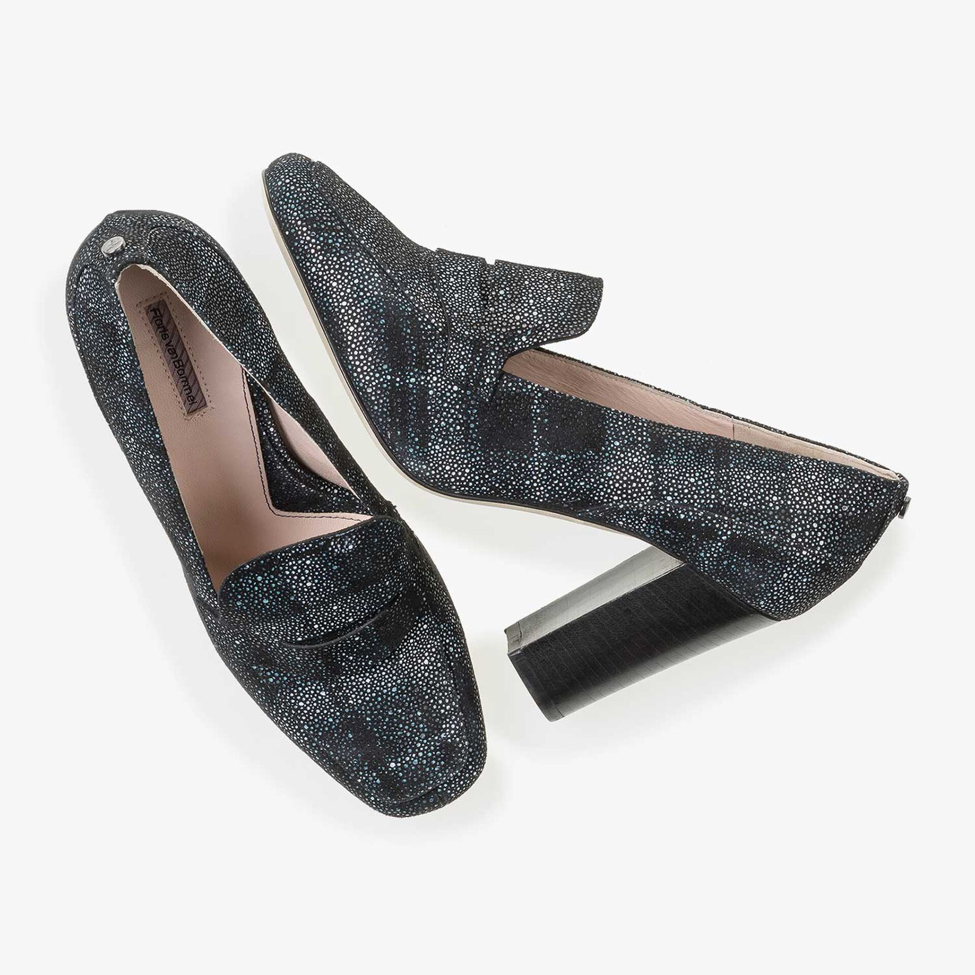 Leather high heels with blue-black check pattern