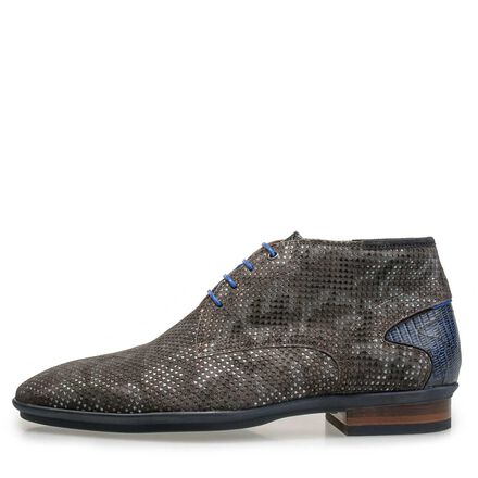 Mid-high suede lace shoe