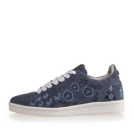 Sneaker with floral embroidery stitching