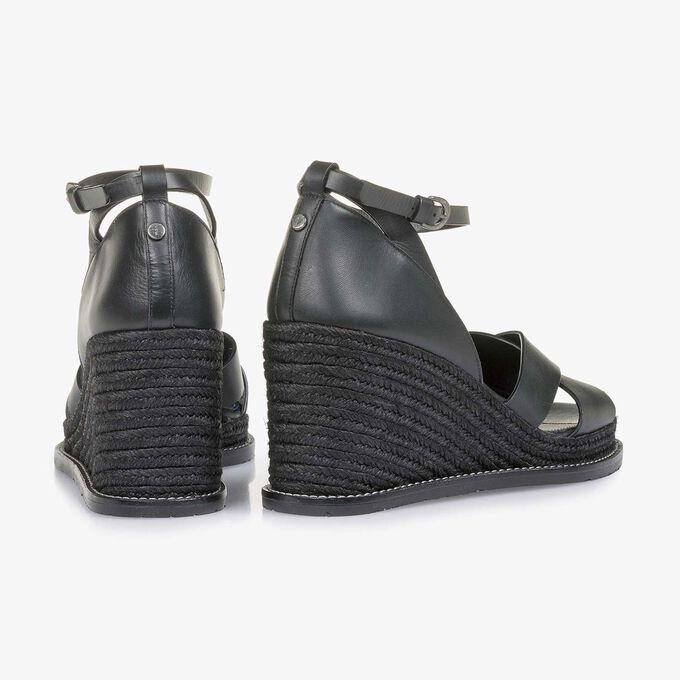 Zwarte sandaal met sleehak
