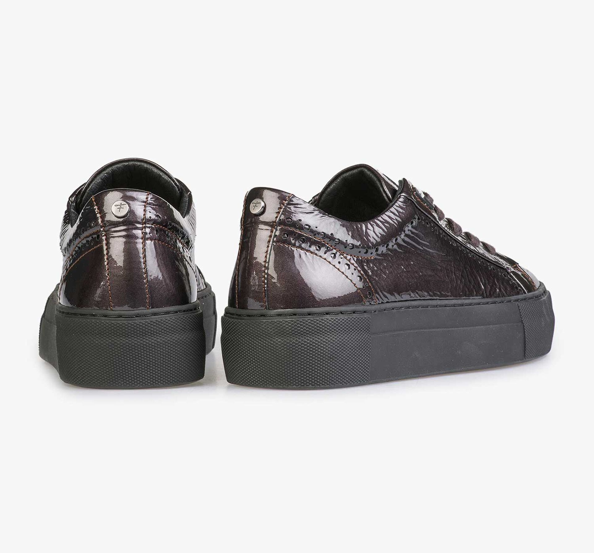 Burgundy red & taupe-coloured patent leather sneaker with wrinkle effect