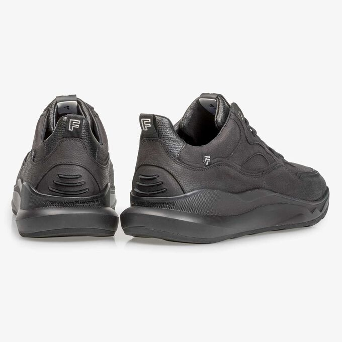 Zwarte nubuckleren sneaker met lichte structuur