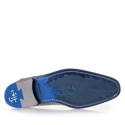 Perforated leather lace shoe