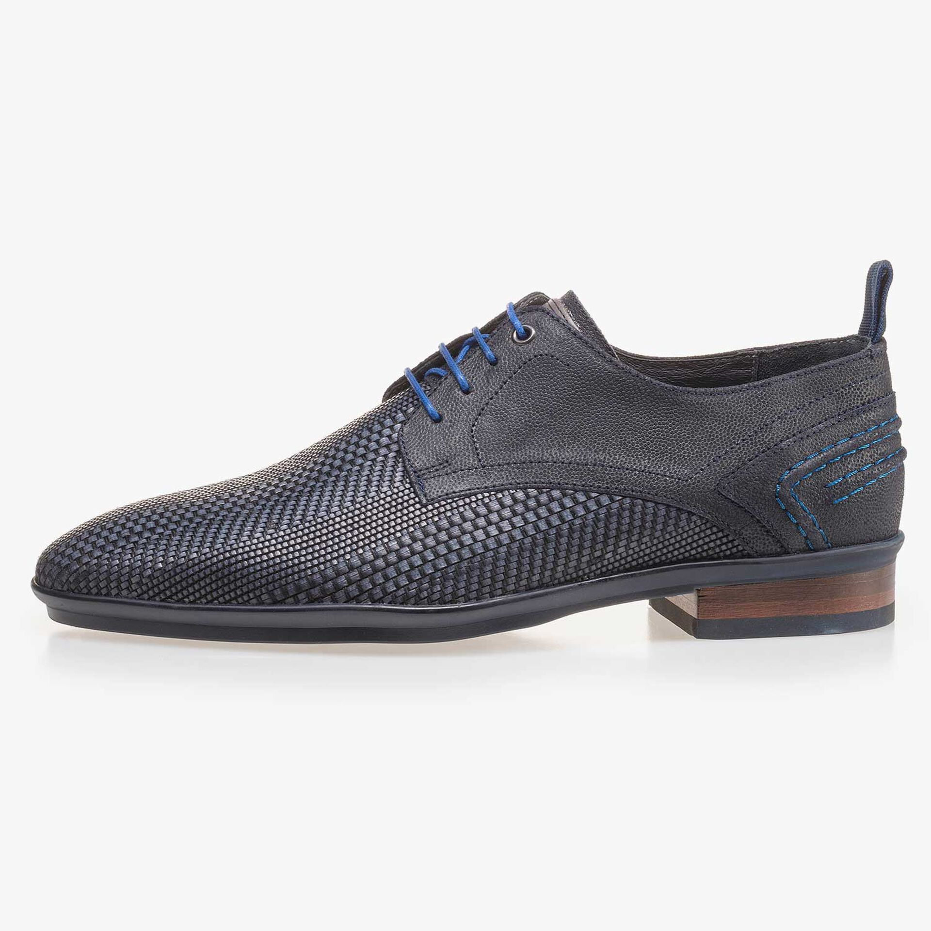 Blue lace shoe made of braided leather