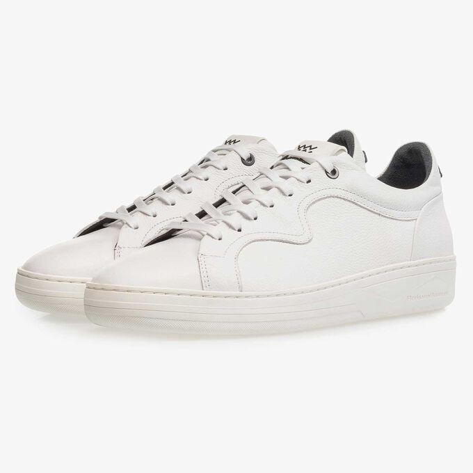 Premium witte kalfsleren sneaker met lichte structuur