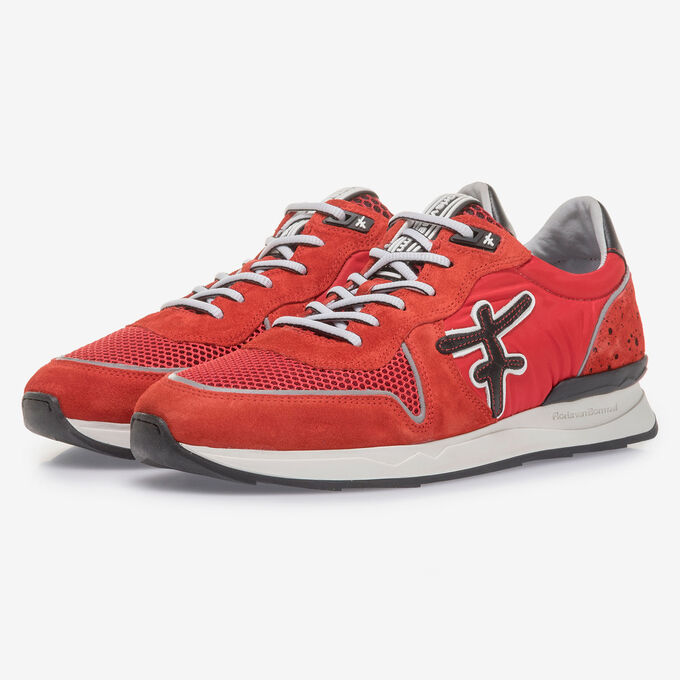 Rode suède sneaker