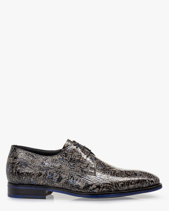 Lace shoe reptile print