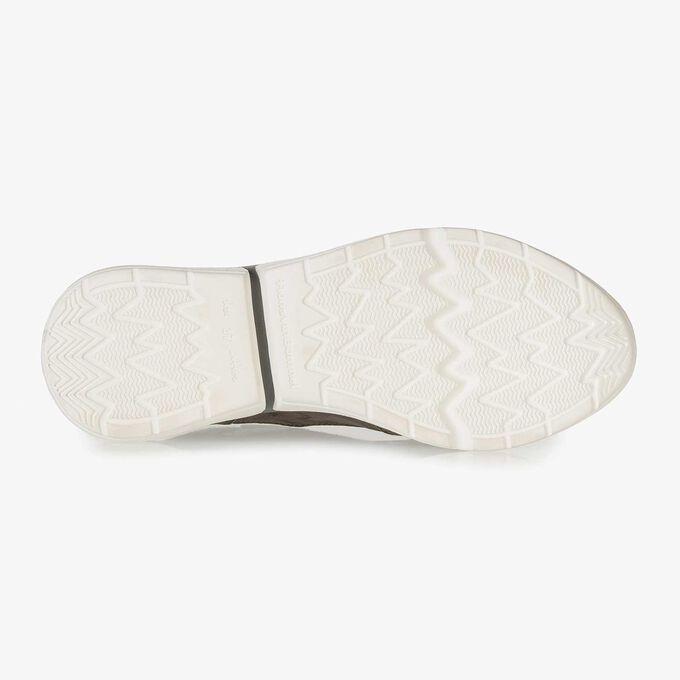 Donkergrijze suède sneaker met snakeprint