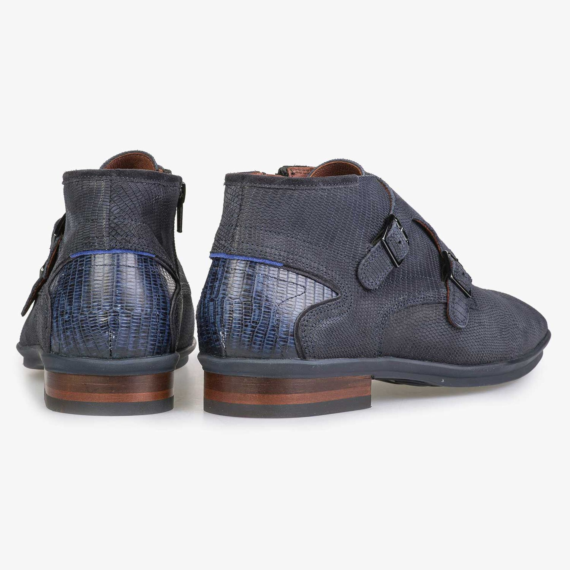 Mid-high blue leather buckled shoe