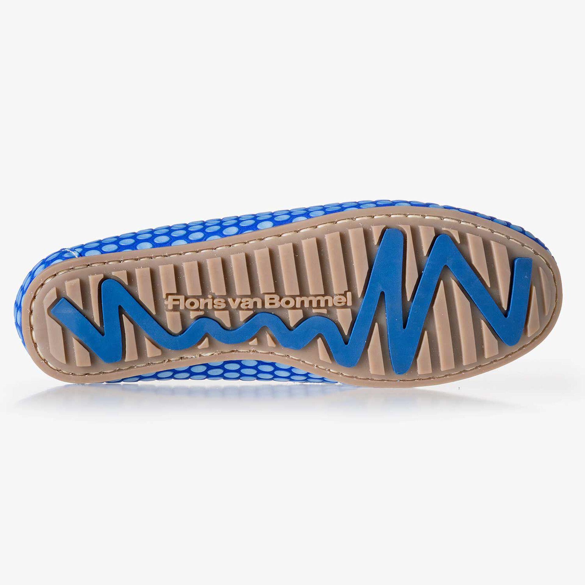 Kobaltblauwe leren bootschoen met print