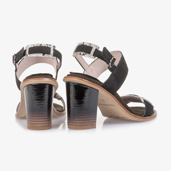 Zwarte nubuckleren sandaal met hak