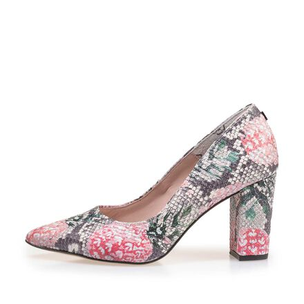 Pumps with pointed toe