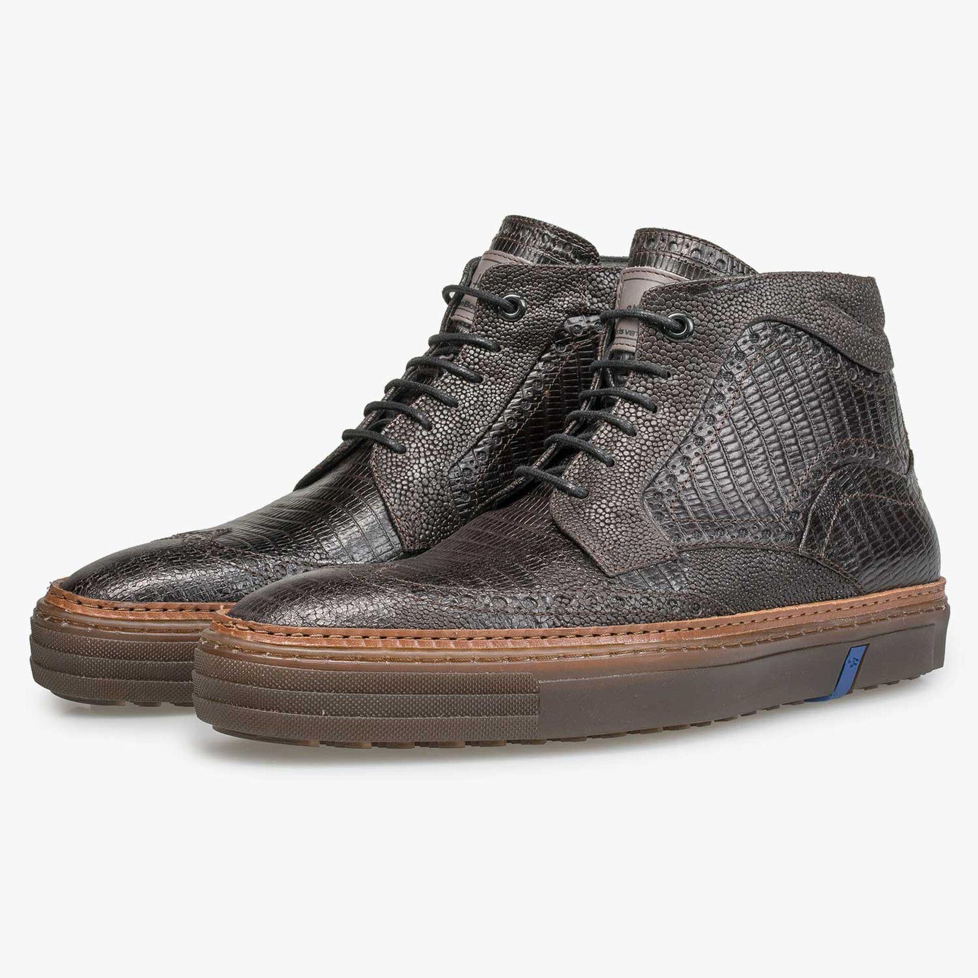 Mid-high darkbrown brogue sneaker