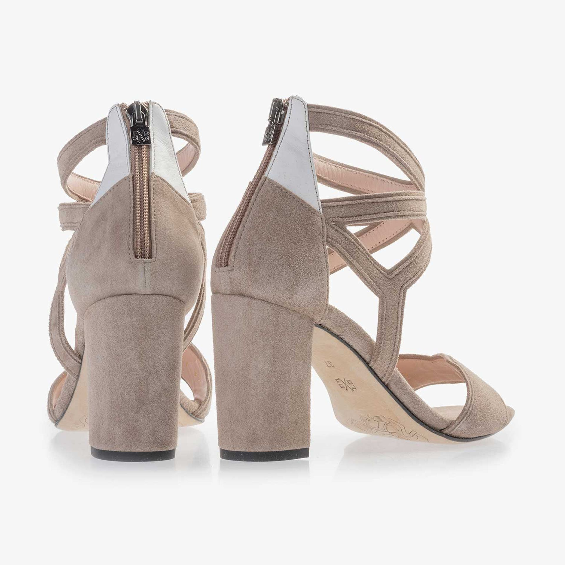 Taupekleurige kalfssuède sandaal met hak