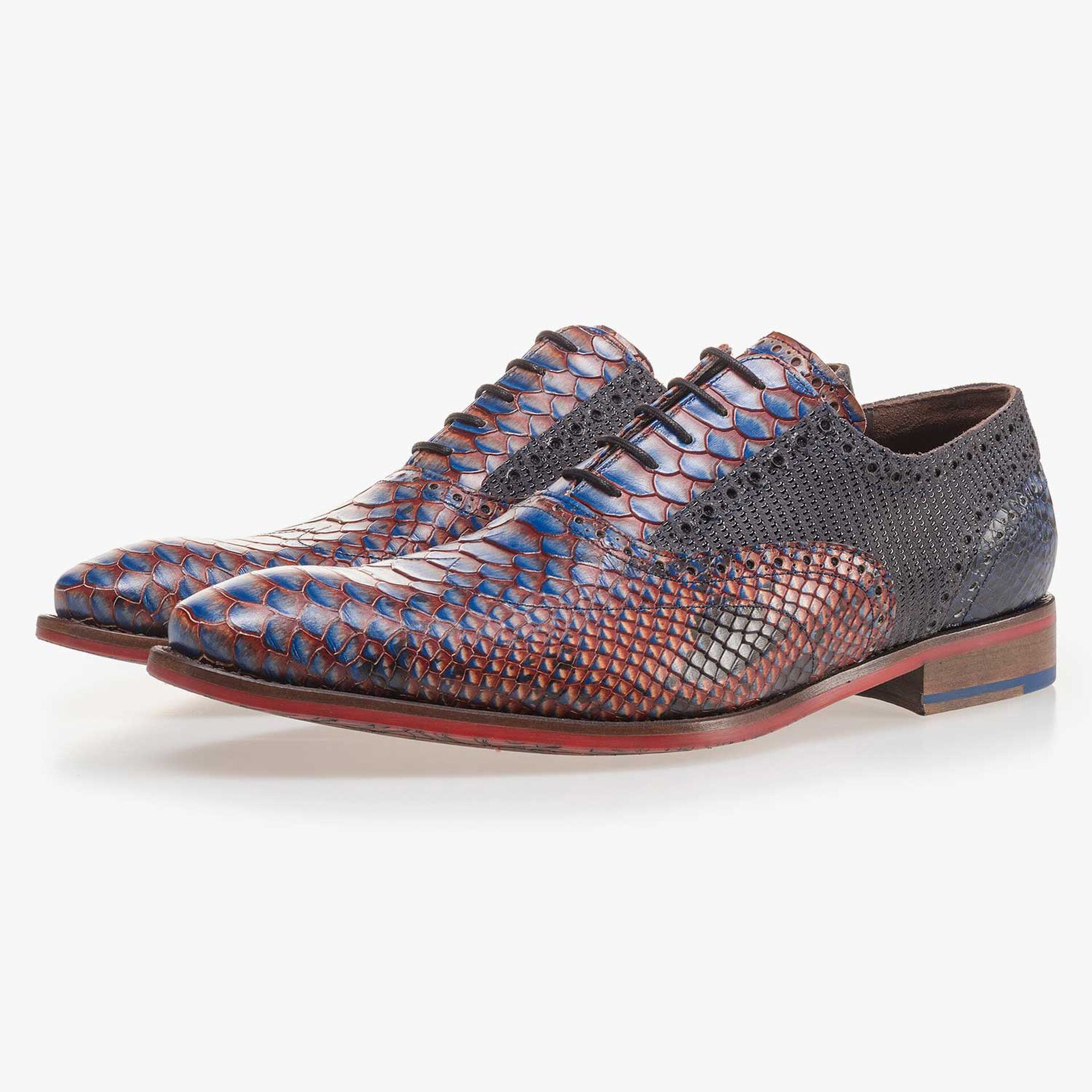 Calf's leather lace shoe with a snake print