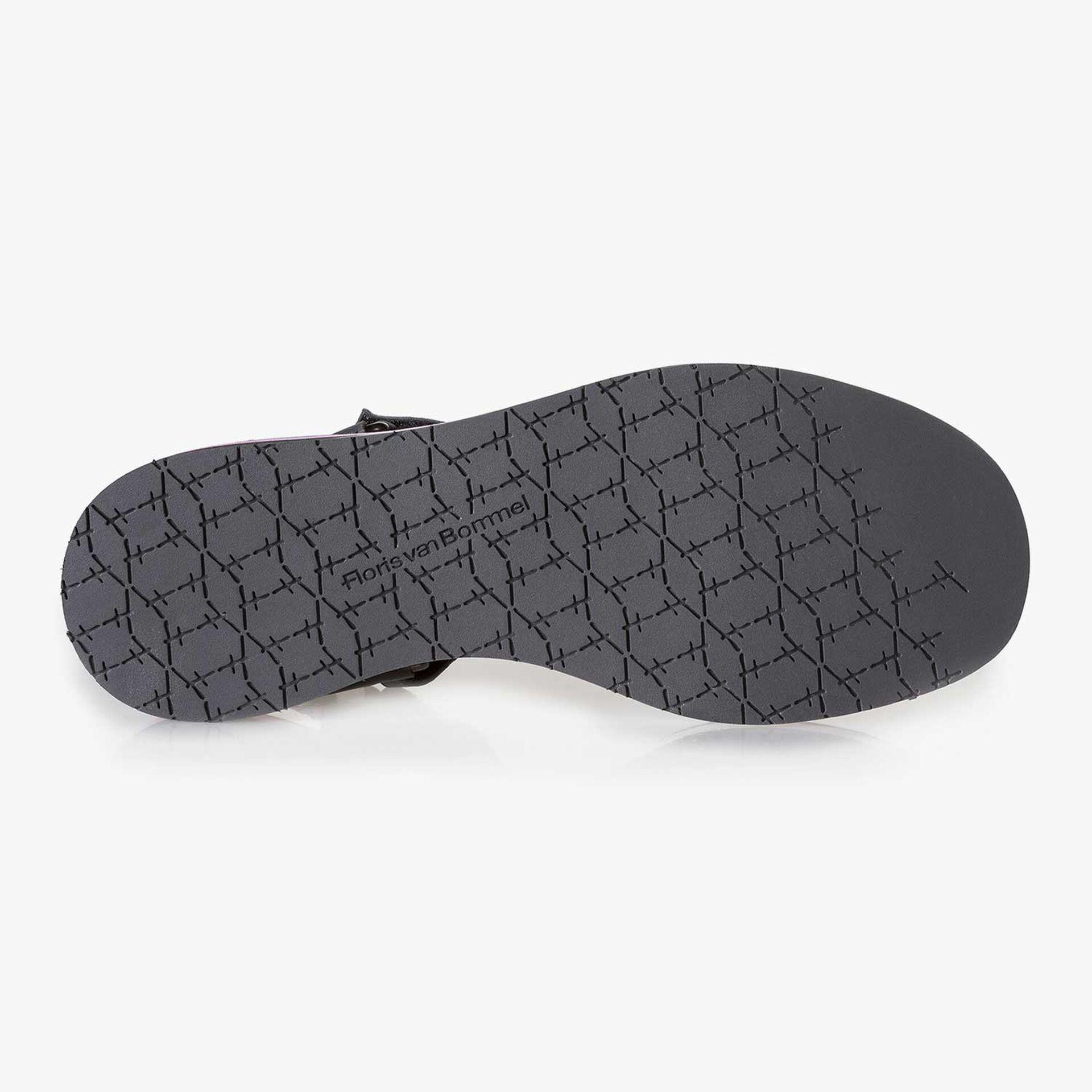 Zwarte leren platte sandaal