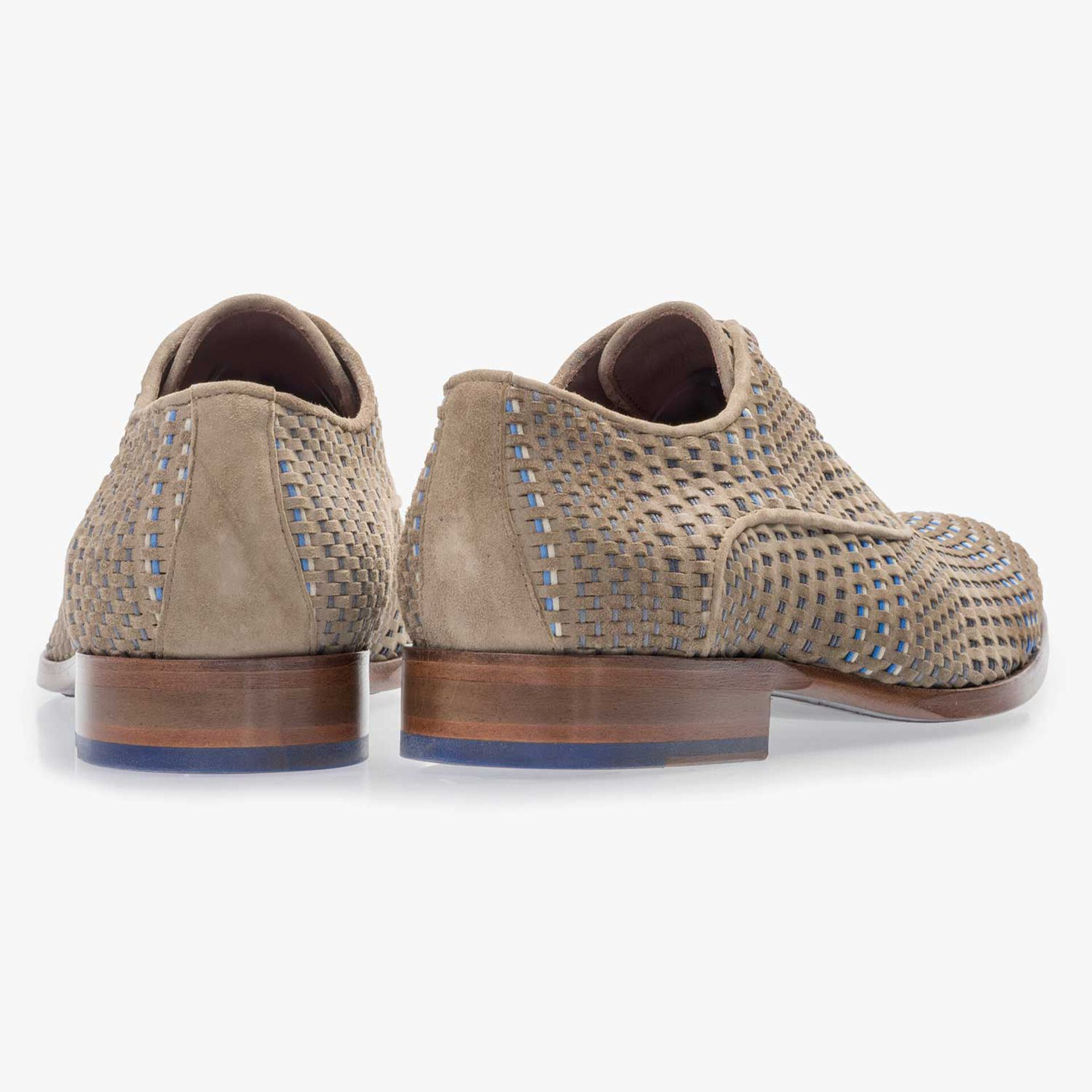 Taupe-coloured lace shoe made of braided leather