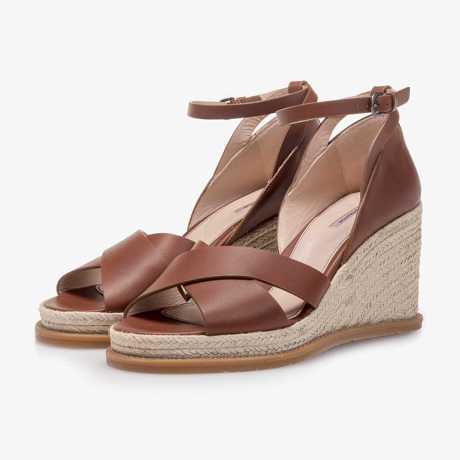 Leren sandaal met sleehak cognac