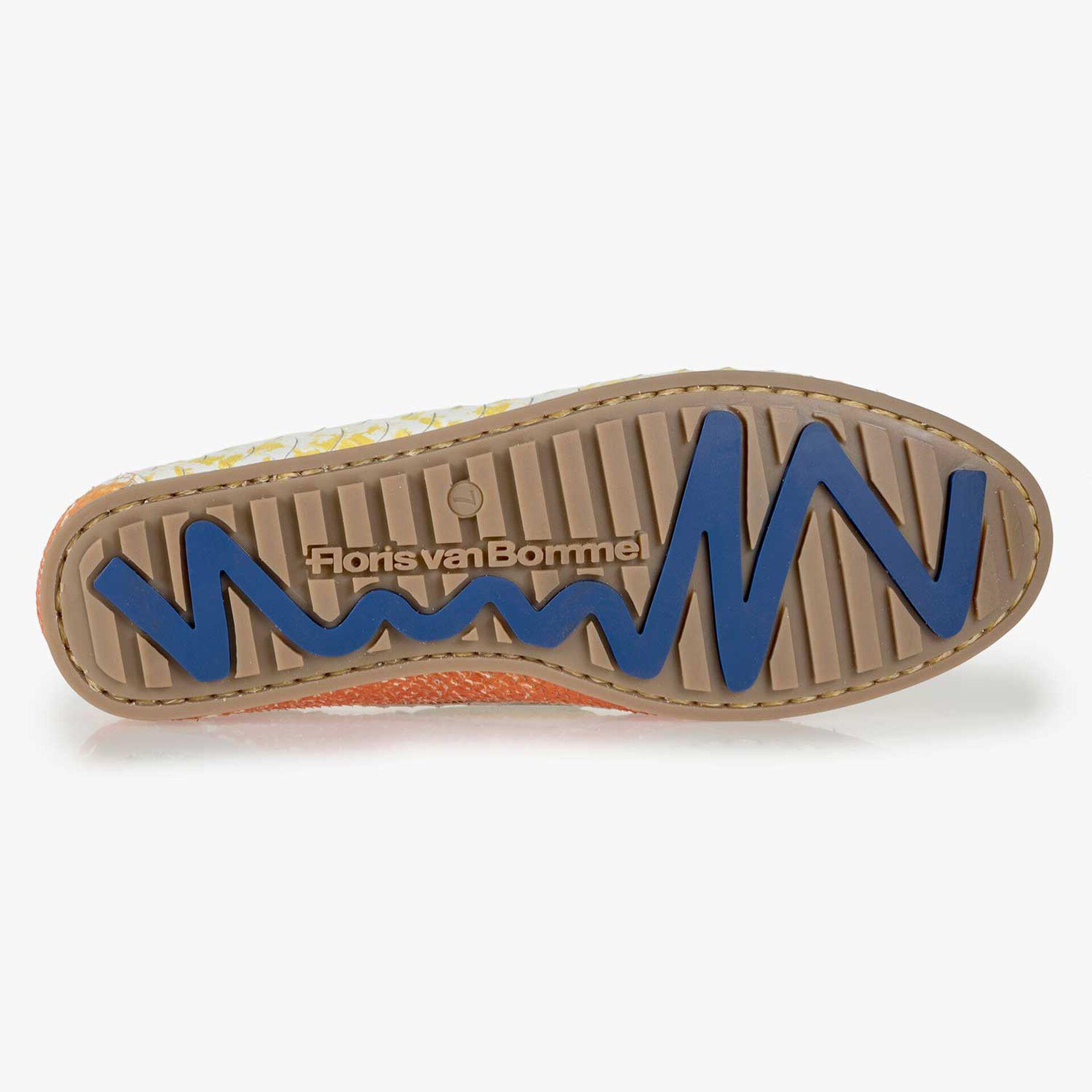 Gele leren bootschoen met snakeprint