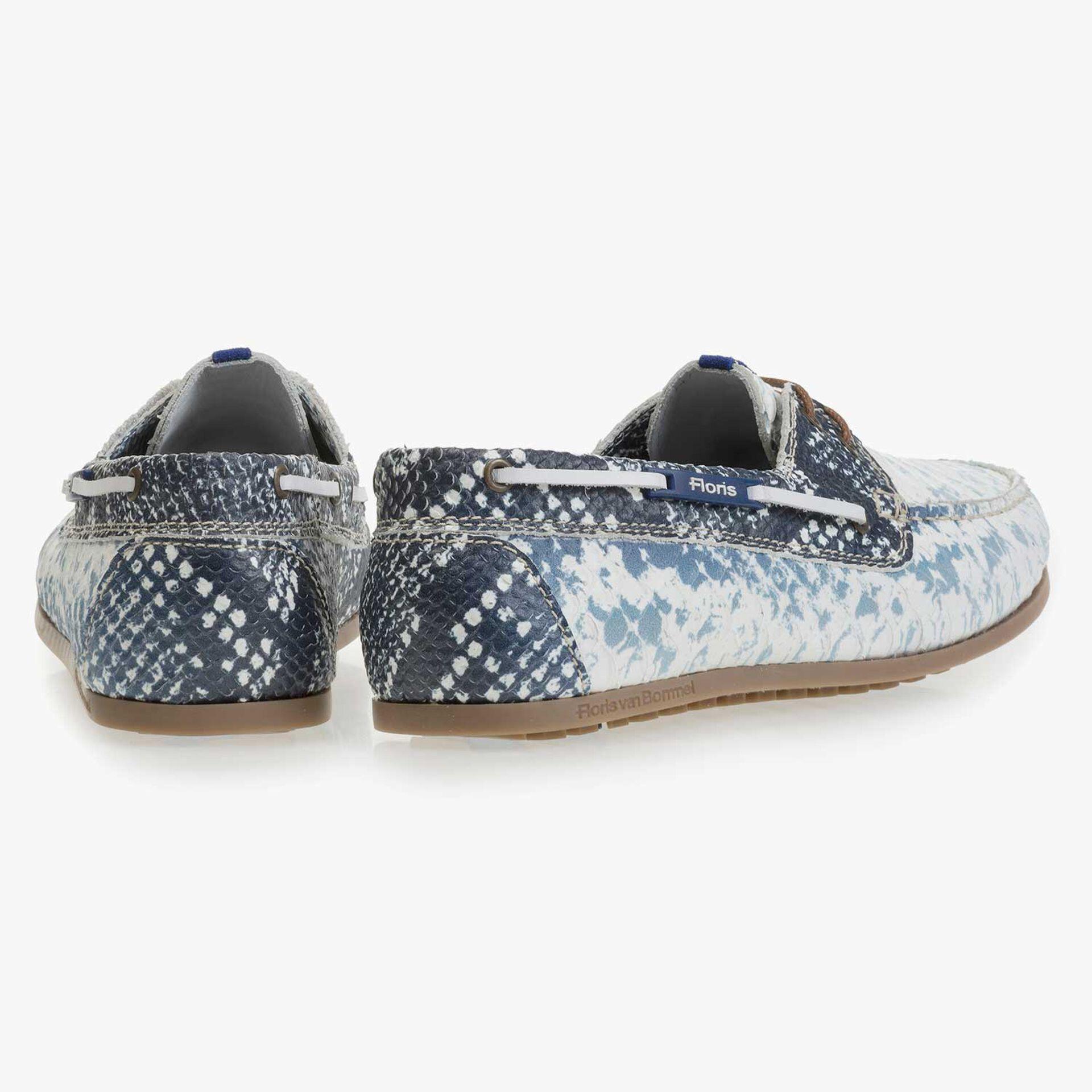 Donkerblauwe leren bootschoen met snakeprint
