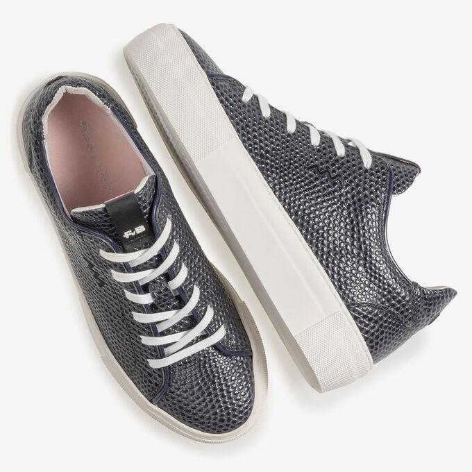 Donkerblauwe sneaker met zwarte print