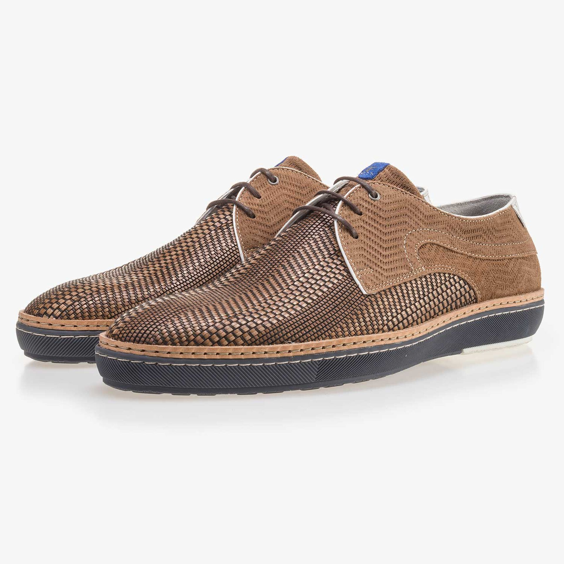 Cognac-coloured lace shoe made of braided leather