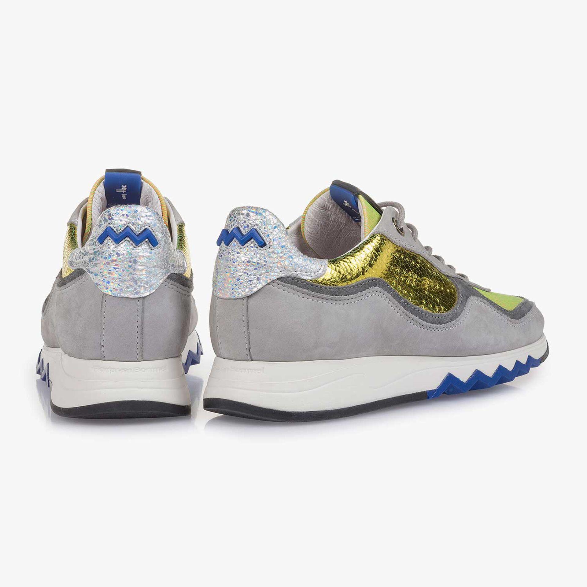 Grijze nubuckleren sneaker met gele details