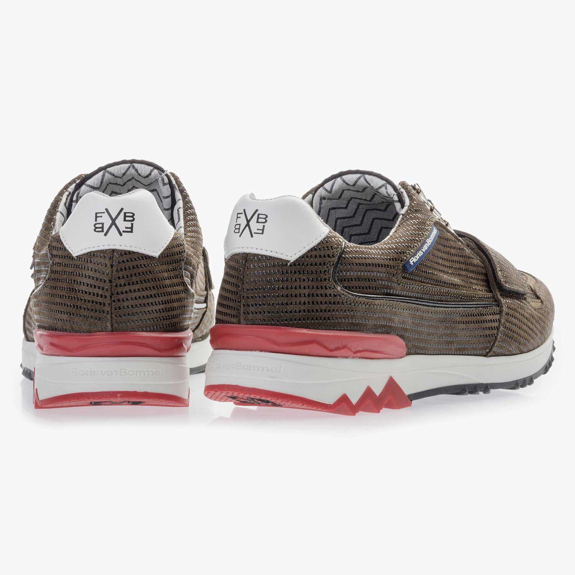 Premium olijfgroene suède sneaker met print