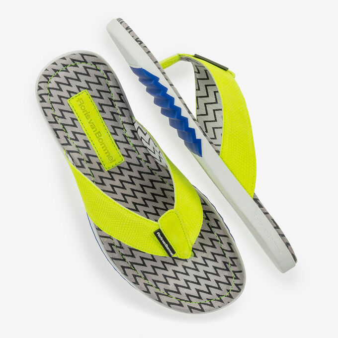 Yellow suede leather thong slipper with print