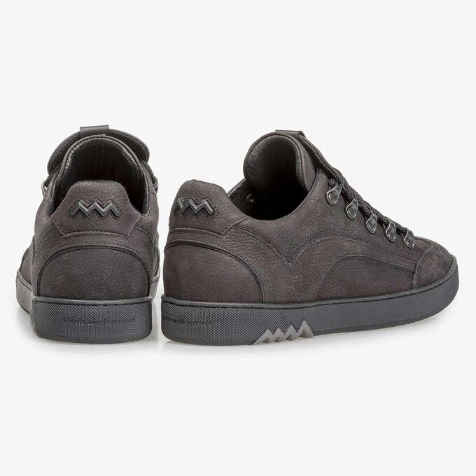 Sneaker met metalen 'hiking' vetersluiting