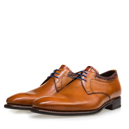 Leather lace-up shoe with a leather sole