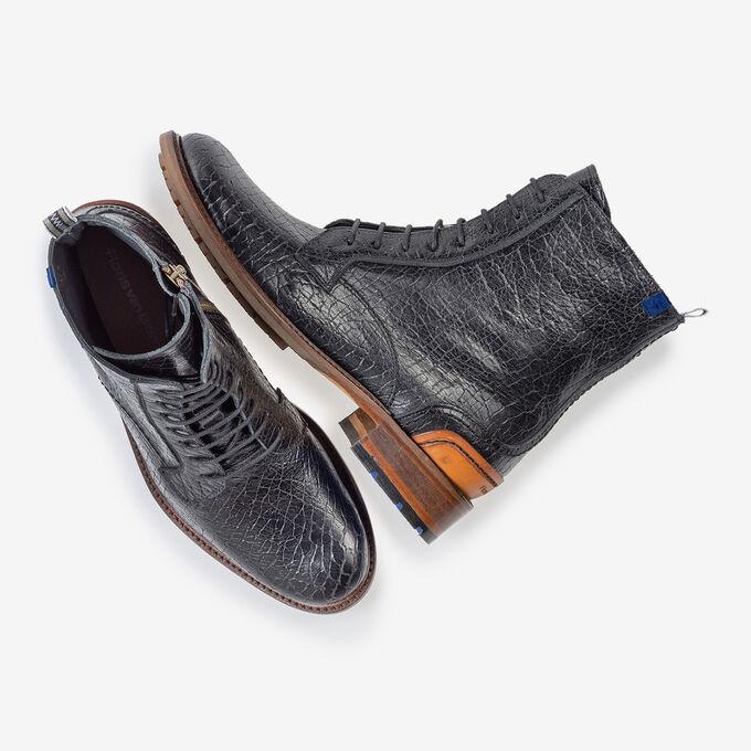 Lace boot craquelé leather black