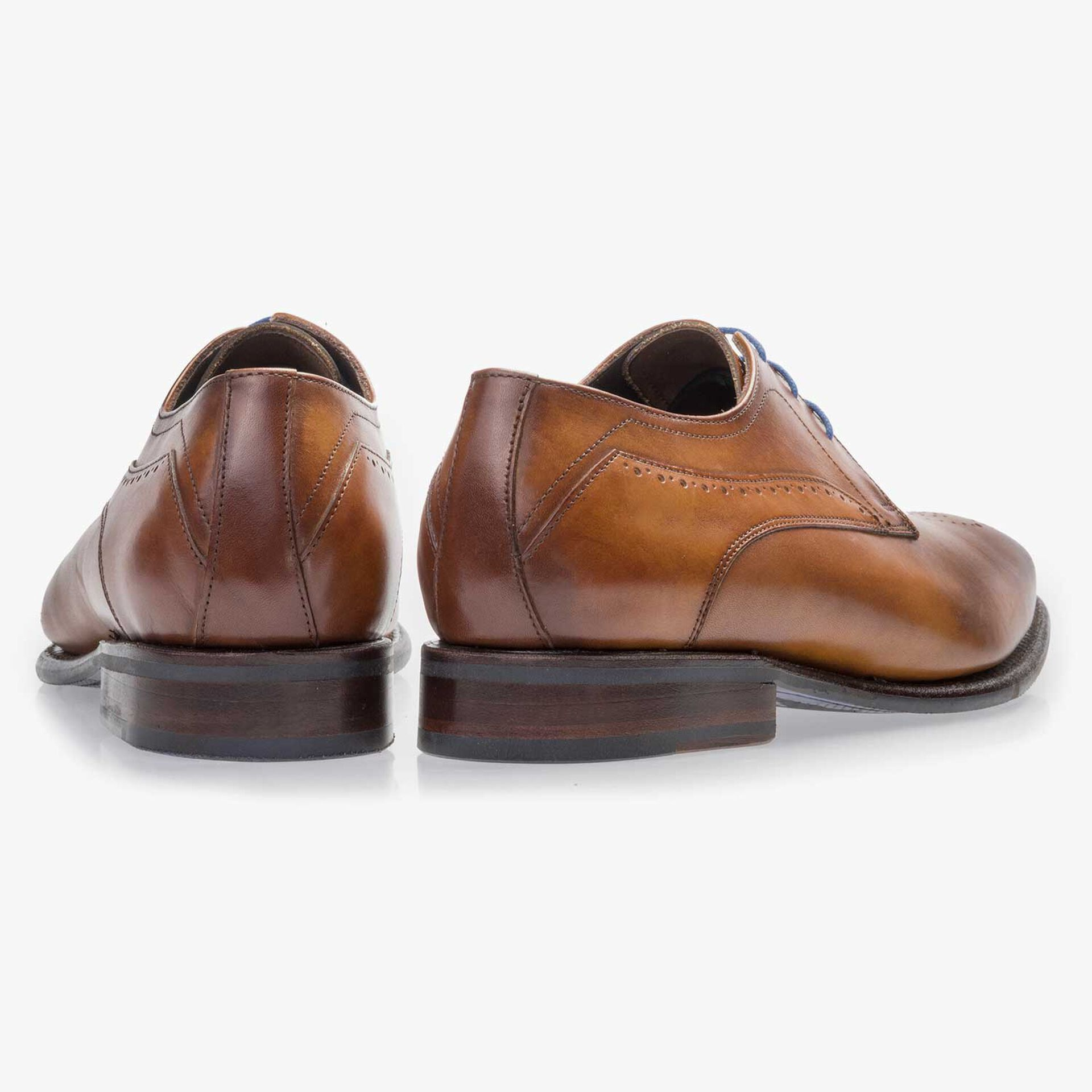 Cognac-coloured, perforated leather lace shoe