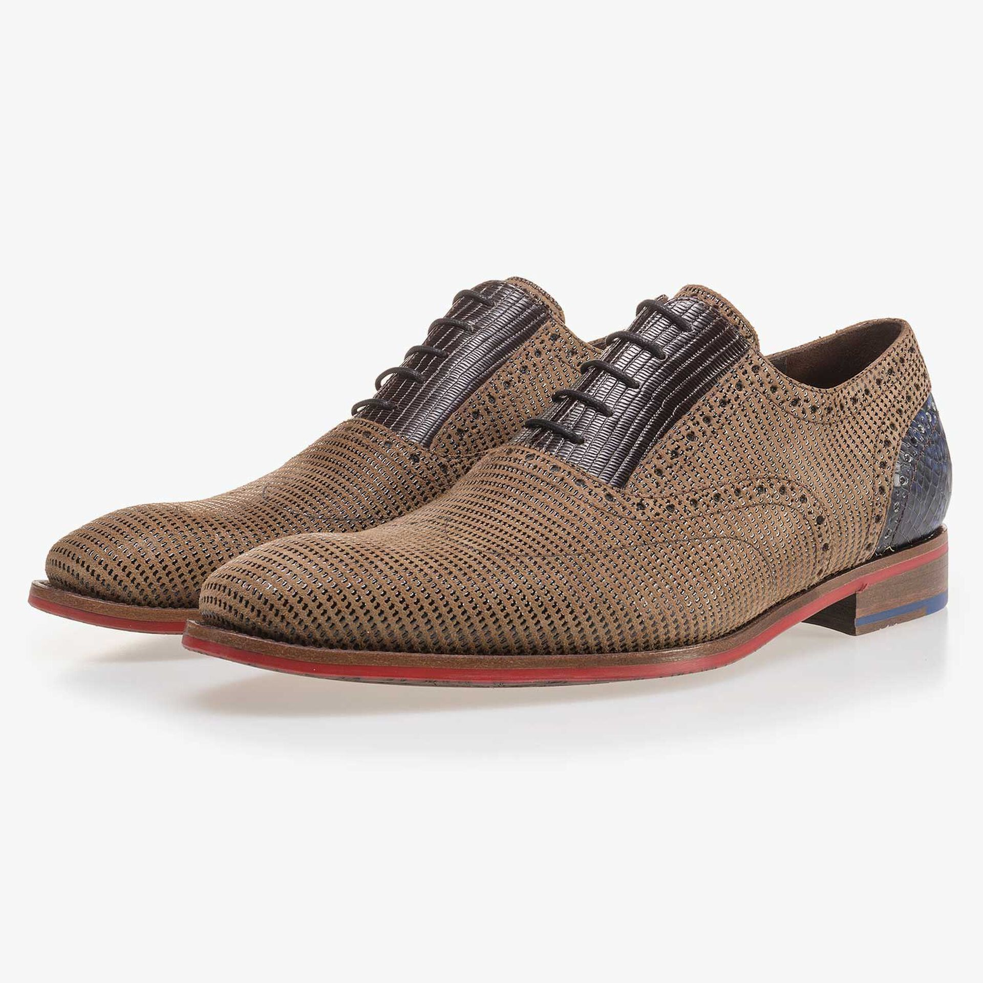 Camel-coloured suede leather lace shoe with pattern