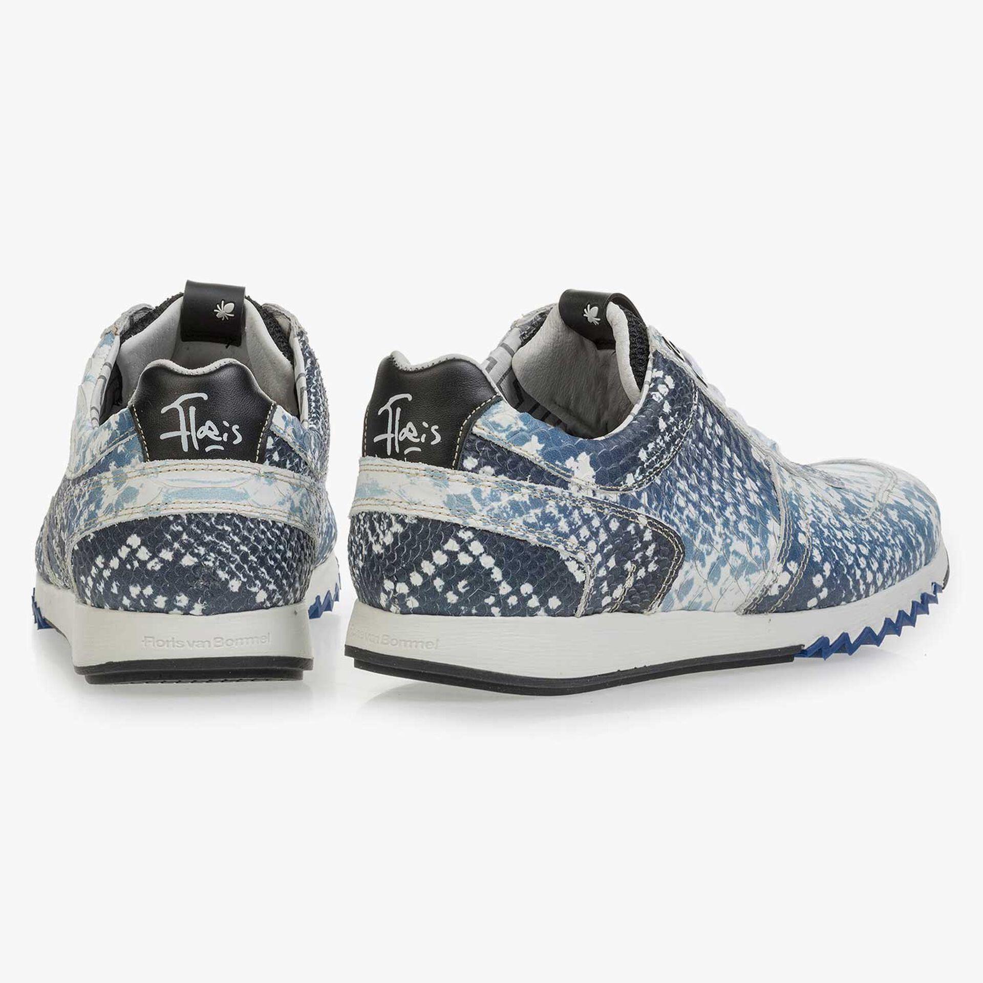 Donkerblauwe sneaker met snakeprint
