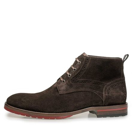 Leather lace boot with brogue details