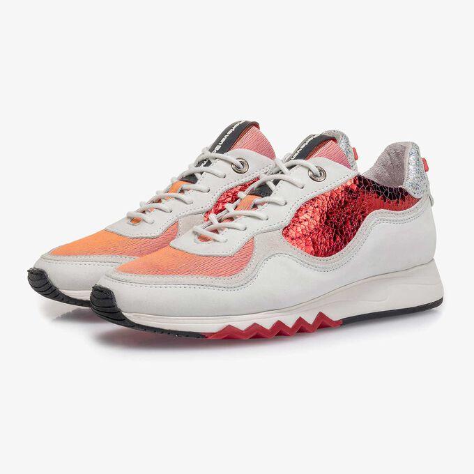 Witte nubuckleren sneaker met rode details