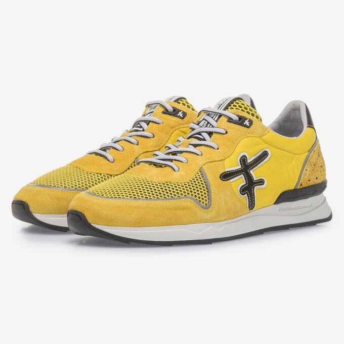 Gele suède sneaker