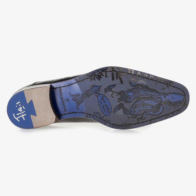 Blauwe leren veterschoen met crocoprint