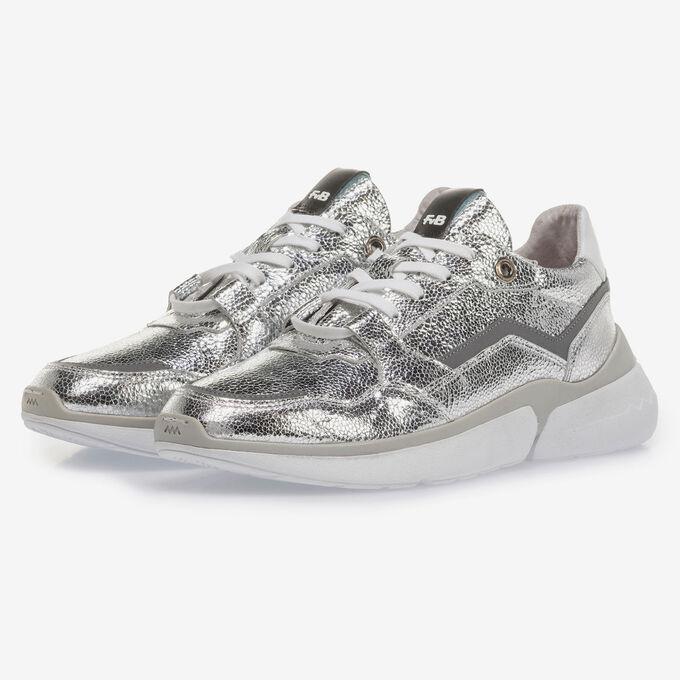 Silver sneaker with metallic print