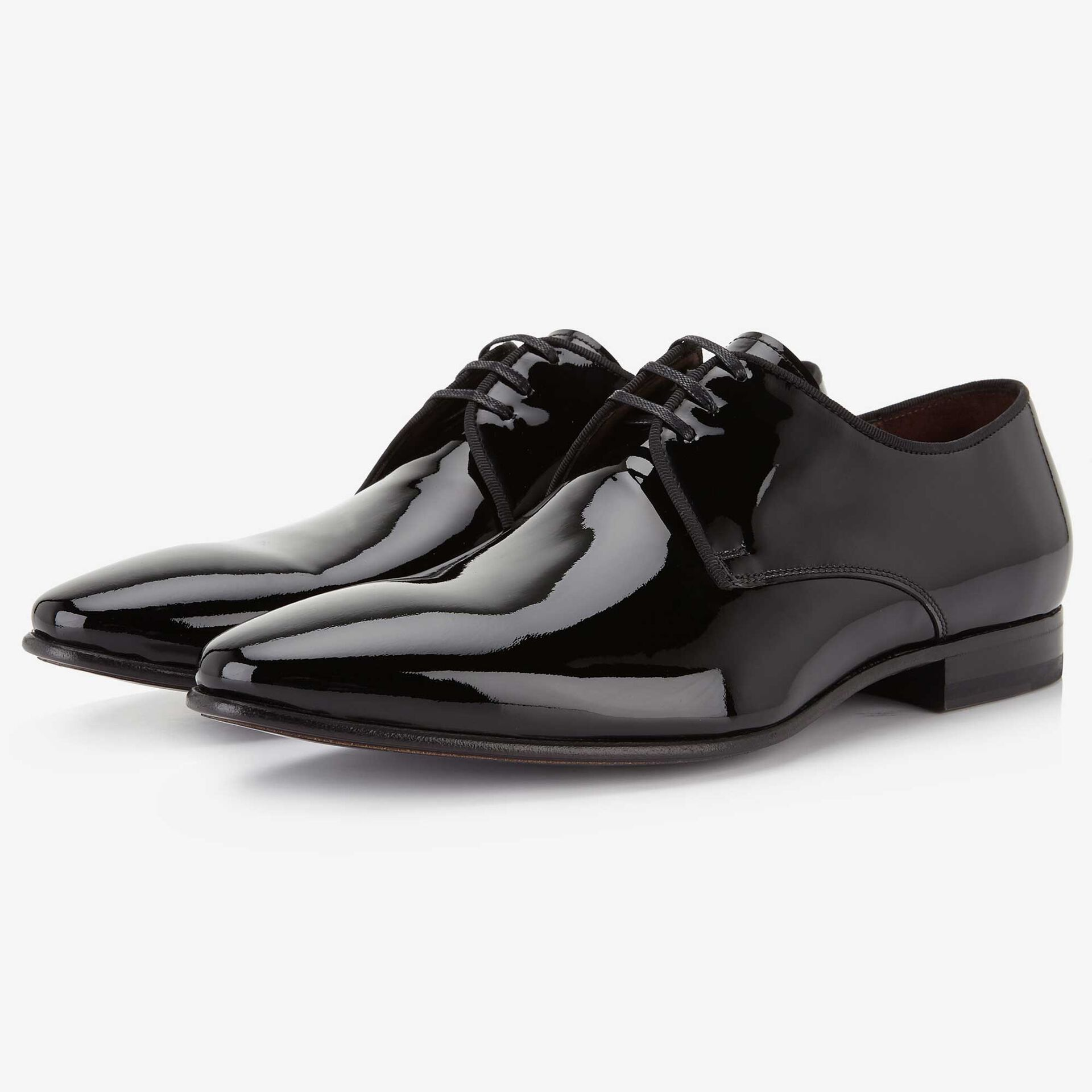 Black patent leather lace shoe