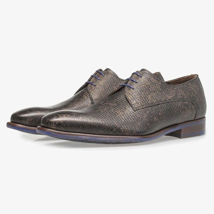 Leather lace shoe with bronze-coloured metallic print