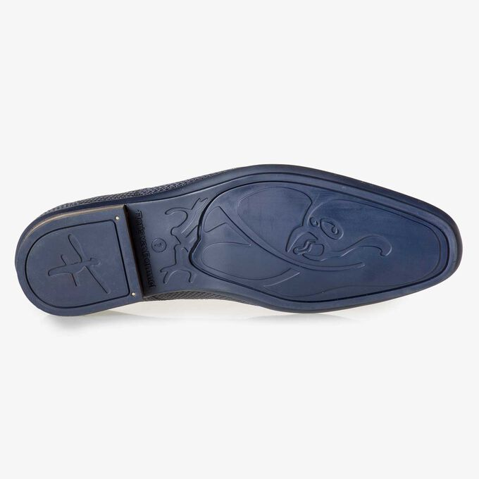 Dark blue suede leather lace shoe with a print