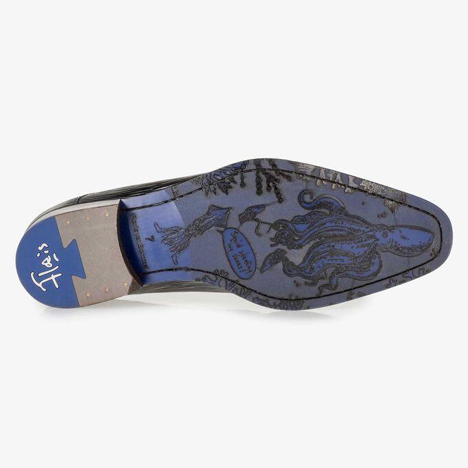 Donkerblauwe veterschoen met gestreepte metallicprint